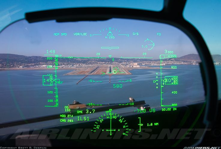 The view through the HUD of a Delta 737 on approach to 28R at San Francisco.