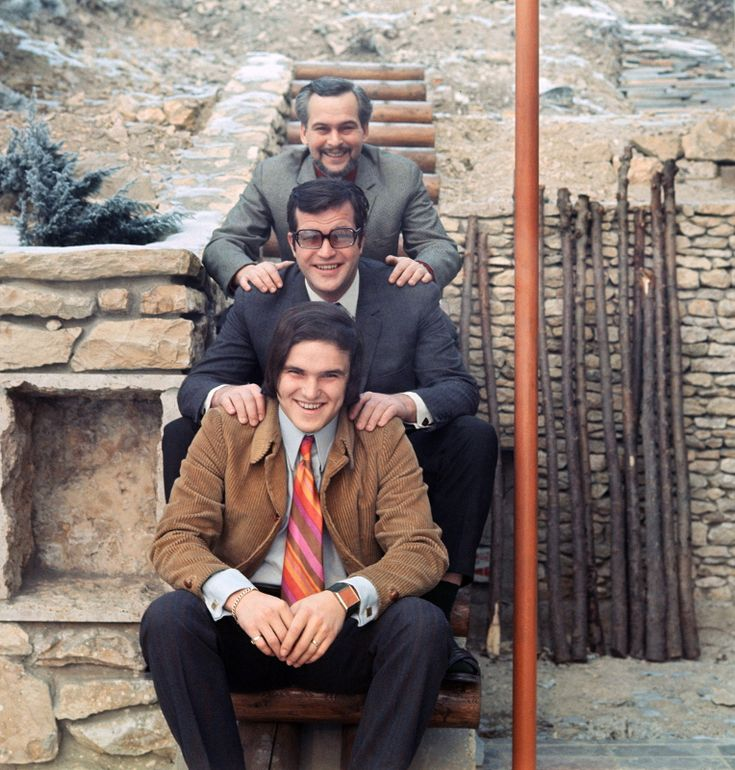 Latinovits Zoltán, testvéreivel, Bujtor István színművésszel és Frenreisz Károly rockzenésszel 1975-ben