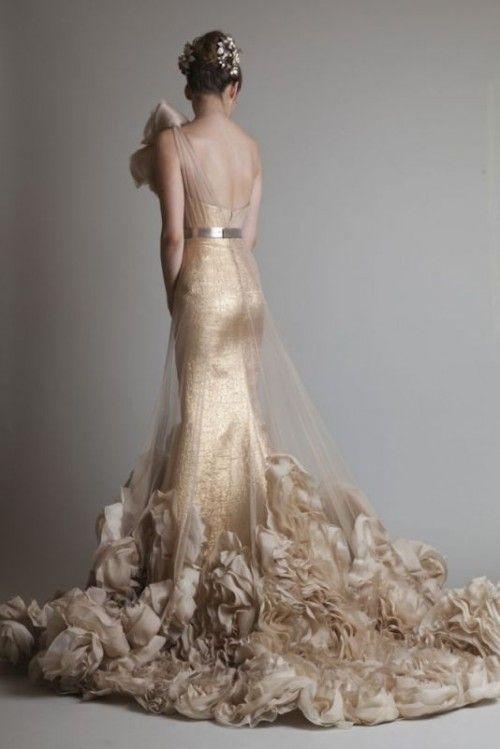 WOW! A gold wedding dress.. #laurelridgecc #weddingdresses