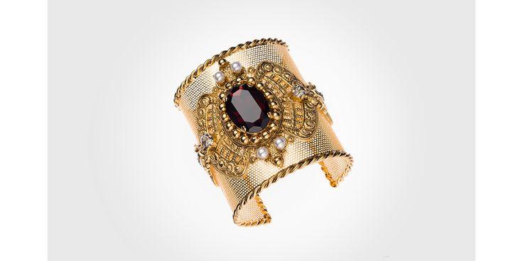 Mise en abyme joaillière au cœur du grand magasin parisien avec l'ouverture de cet espace multimarques bijoux, piloté par l'œil expert de Yacine Challal.