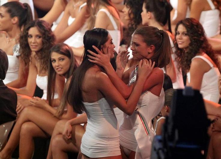 #MissItalia #Montecatini - Momento di commozione tra Miss.