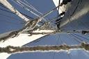 Tijdens een bedrijfsuitje op ons zeilschip schoot ik deze foto van de zeilen en de mast. Foto: Pilou Ronchetti - Locatie: www.zuiderzee.eu