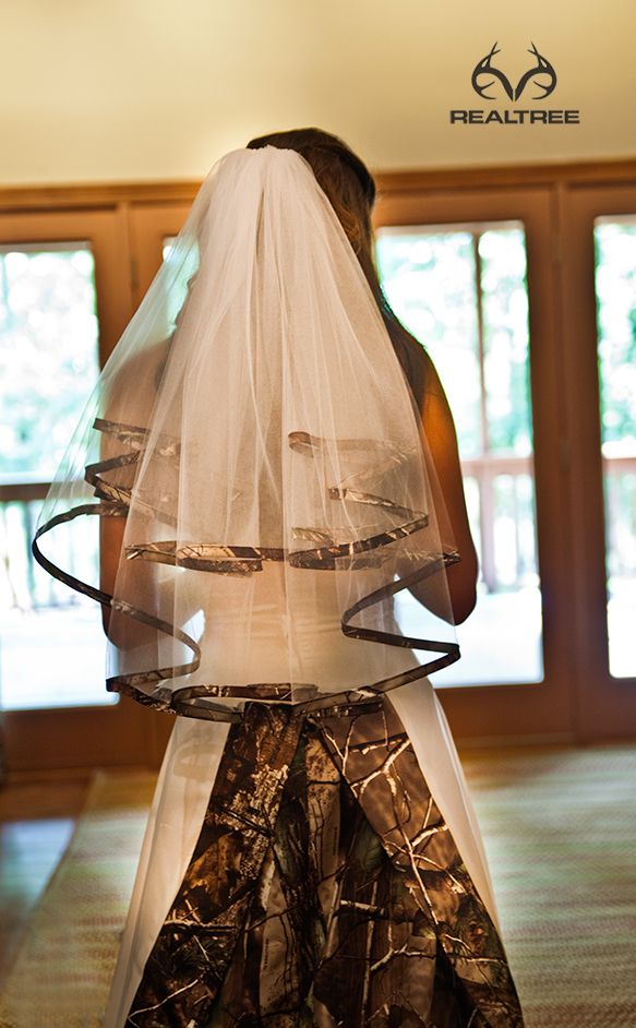 Love this ...Realtree Camo Wedding Veil Keywords: #weddings #jevelweddingplanning Follow Us: www.jevelweddingplanning.com  www.facebook.com/jevelweddingplanning/