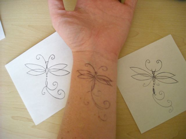 40 besten dragonfly wrist tattoos bilder auf pinterest t towierungen libellen und libellen. Black Bedroom Furniture Sets. Home Design Ideas