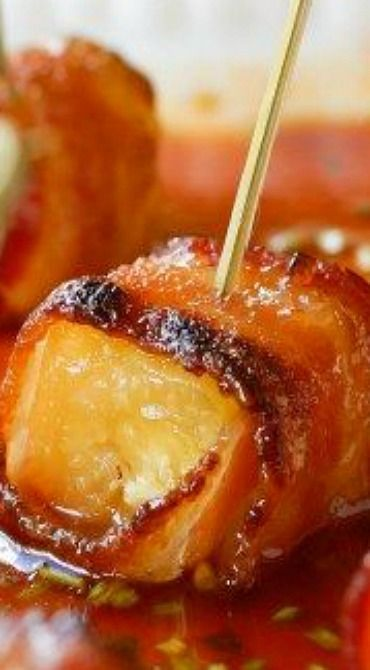 Applewood Bacon Wrapped Pineapple in Honey Sriracha Sauce | Use Madhava honey to be bee-friendly | madhavaseeteners.com