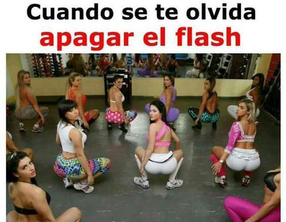 Cuando se te olvida apagar el flash  http://frikinianos.es/sin-flash/   #humor #reir #risas #flash #pillada #funny #chistes