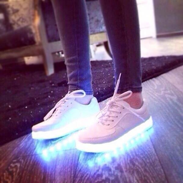 Colorido resplandor luminoso zapatos de la amantes LED zapatillas de deporte zapatos de marea coreanos USB recargable de luz para hombres mujeres zapatos(China (Mainland))