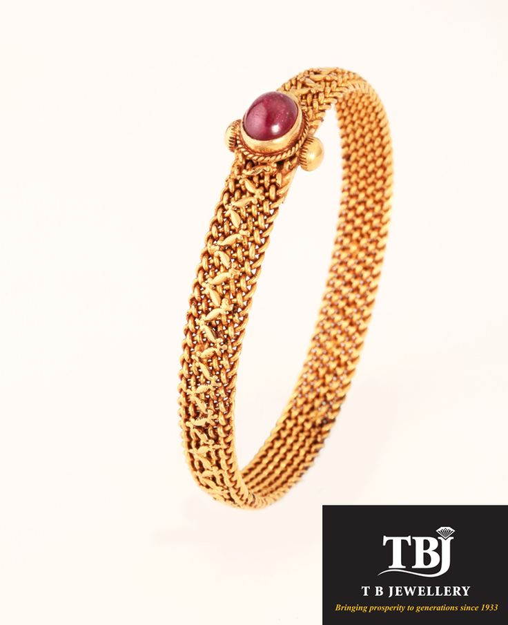 Daily wear traditional antique bangle #tbjewellery #Goldenmoments #pinnal #gold #antique #jewellery #bangle #bracelet #dailywear #traditionaljewellery #ruby