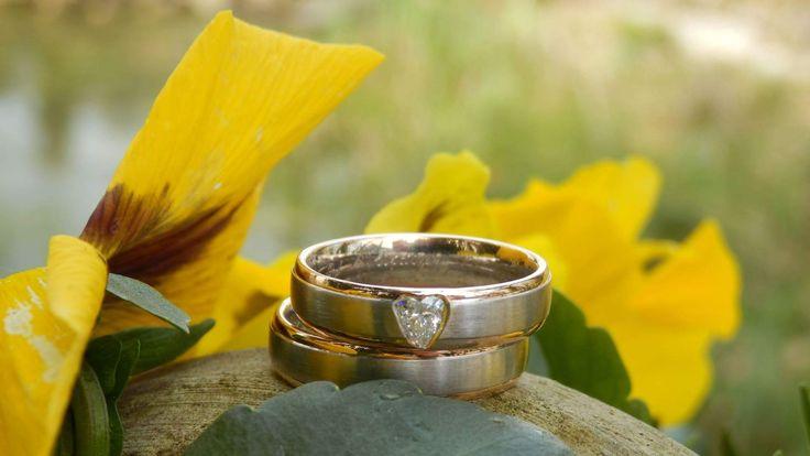 Speciaal voor jullie! Trouwringen met hartvormige diamant! Beauty!