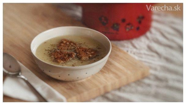 Krémová zemiaková polievka s pečeným cesnakom