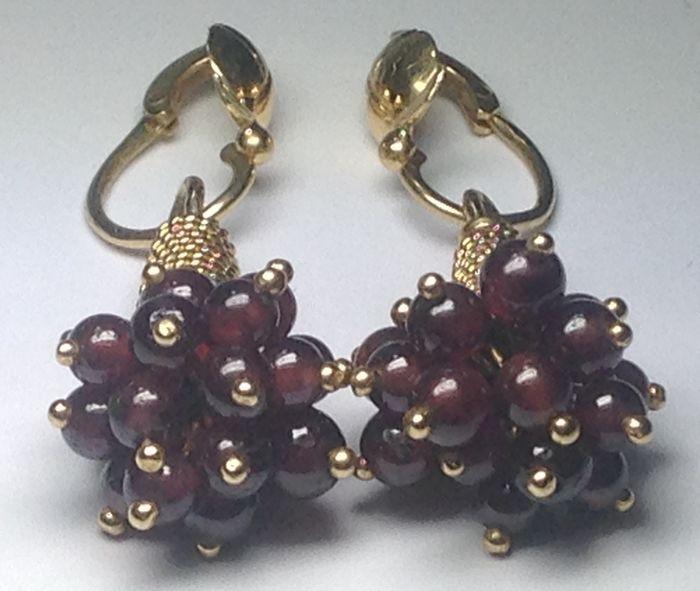 Online veilinghuis Catawiki: Gouden oorbellen met paarse amethisten, zonder reserveprijs
