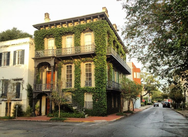 If you're visiting #Savannah for a Bachelorette weekend, then read this comprehensive guide of things to do, places to eat, and the best places for nightlife!