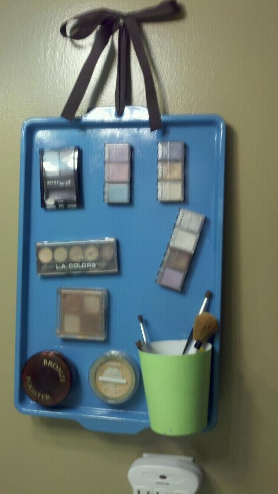 old pan, ribbon and spray paint = magnetic makeup holder.