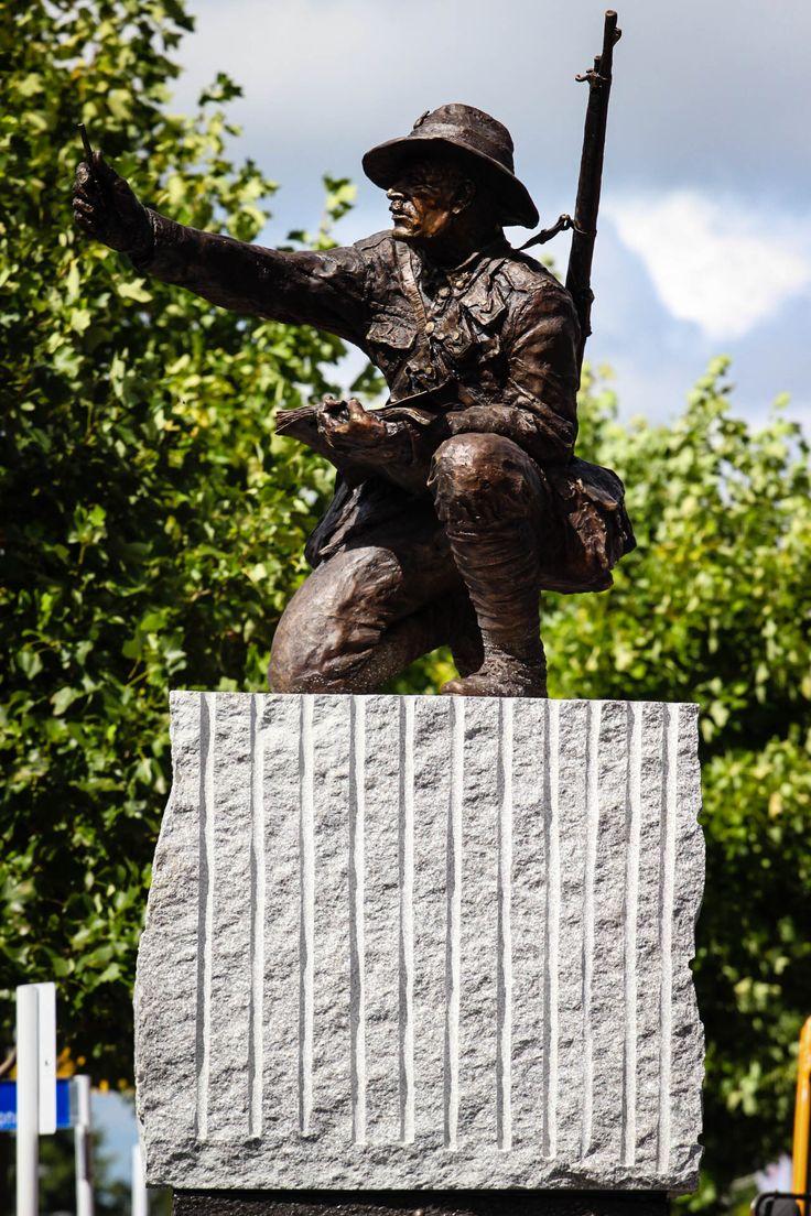 Stature of Hamilton war artist Horace moore jones by Matt Gauldie : New Zealand Defence Force Artist