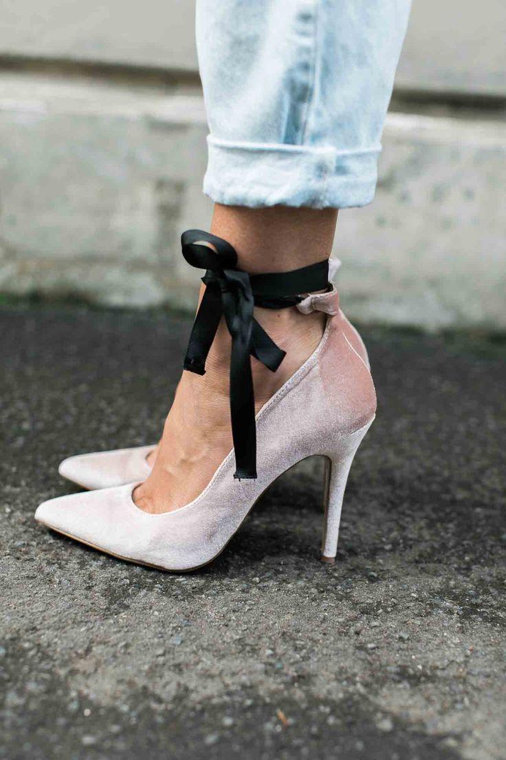 velvet bow shoes.
