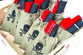 love these pirate loot bags!!: Pirate Party, Birthday Parties, Pirate Birthday, Goody Bags, Loot Bags, Party Ideas, Kid, Birthday Party