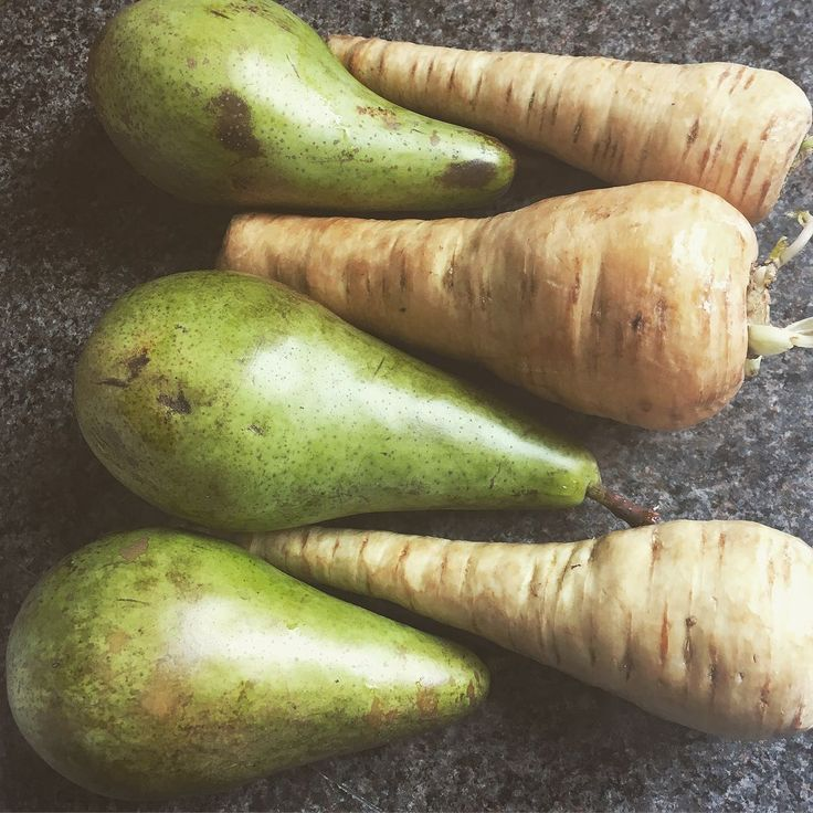 Still one of my favourite and most simple non-green juice recipes! 2 or 3 pears 2 or 3 parsnips = juice! Creates a sweet and creamy juice great for breakfast :)  #juice #pears #parsnips #clean #detox #soothe first had this at the wonderful @platinum.healing.retreats #healing #retreats http://ift.tt/2eC4Z9w