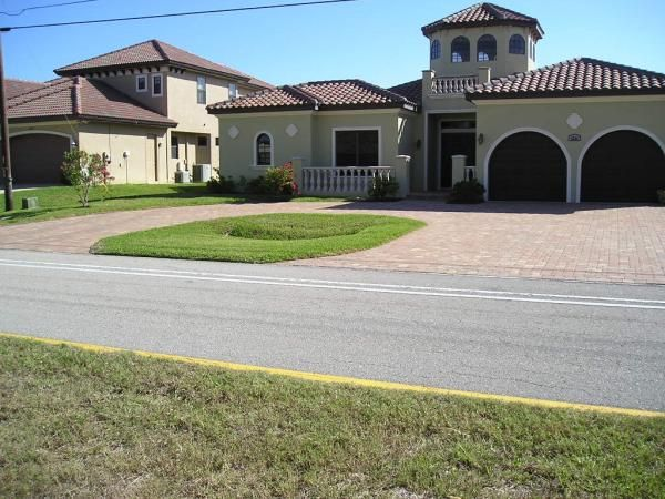 7 best semi circle landscaping images on pinterest for Semi circle driveway ideas