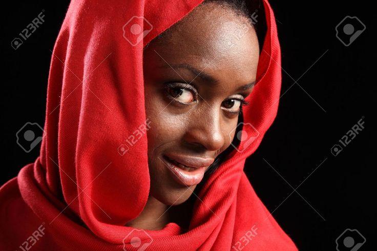 Ik kies deze afbeelding omdat Idil ook een moslima was met een donkere huidskleur.