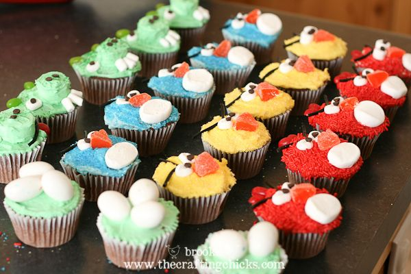 ok....i think i just might have to attempt this. i am not a baker nor cupcake decorator, but i might, just might be able to pull this off....