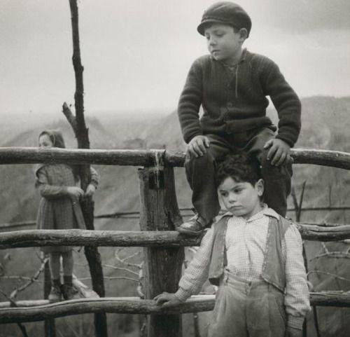 ITALIA , 1955 bambini a Costabeorchia  da : Ritratti in esterno  Gianni Borghesan