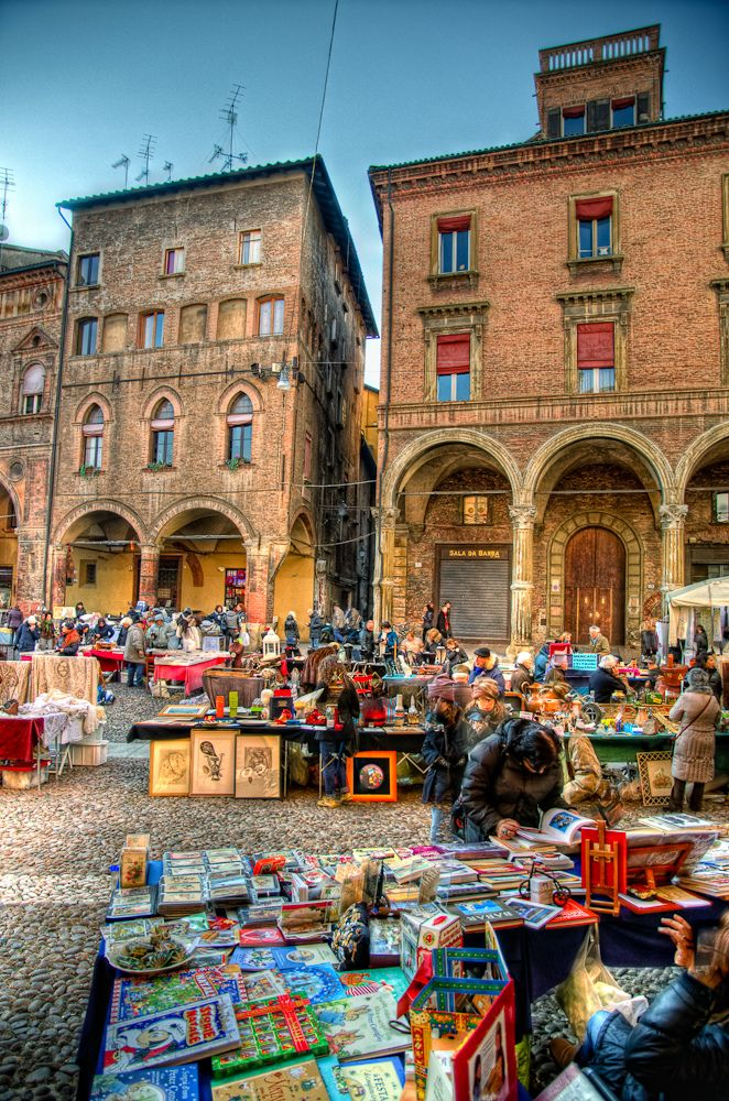 https://flic.kr/p/91hoVK | Piazza Santo Stefano, Bologna | Sunday antiques market