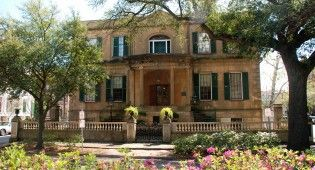 """The Savannah Experience Tour is the most comprehensive sightseeing tour offered in Georgia's """"First City""""! This non-stop excursion not only tours all the familiar sites and haunts of the Historic District, but gives you more by exploring the other """"forgotten"""" neighborhoods as well."""