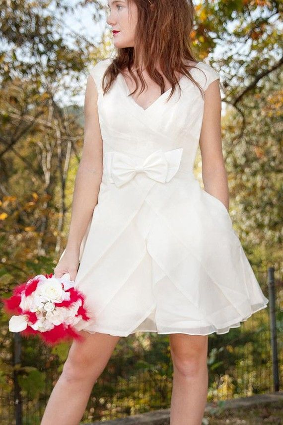 A wedding dress in the style of Zooey Deschanel's dress in (500) Days of Summer. $950, custom made from #etsy. I need this.