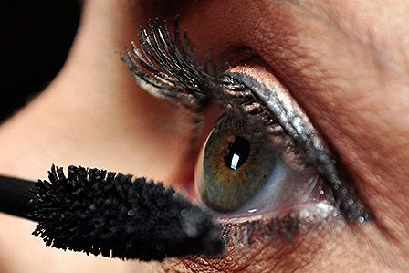 Mascara auftragen: Die Tipps & Tricks der Make-up Artists  http://www.cosmoty.de/magazin/Mascara-auftragen-Die-Tipps-und-Tricks-der-Make-up-Artists_2292/
