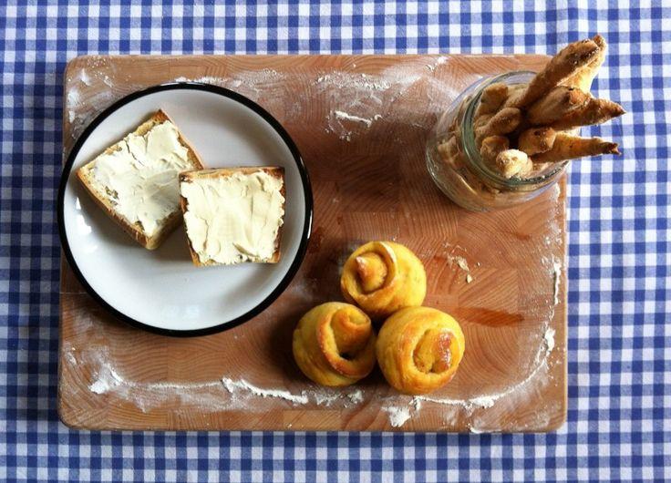 Chestnut flour, potato and walnuts bread rolls / Panini di farina di castagne, patate e noci | rise of the sourdough preacher
