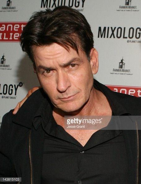 Hírek Fotó: Charlie Sheen részt vesz az Anger Management Wrap ...