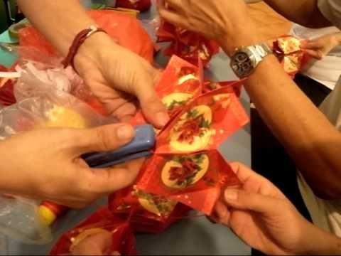 Making Chinese Lanterns - Xin Nian Kuai Le