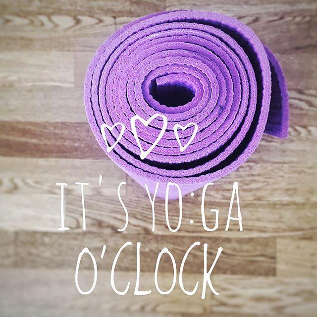Eigentlich ist immer YO:GA O'CLOCK :) und wenn ihr mehr über Yoga erfahren wollt, könnt ihr euch auf unserer Webseite über die vielfältige und bunte Welt des Yogas informieren. Wir wünschen euch einen guten Start in die Woche - mit ganz viel Yoga! #weloveyoga