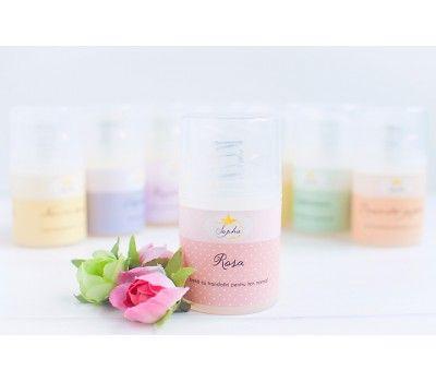 Rosa este o crema potrivita tenului normal cu precadere, dar si celui mai uscat sau mixt. Realizata din apa parfumata de trandafiri de damasc si ulei de migdale dulci, certificate organic, hidrateaza, lumineaza si catifeleaza tenul.