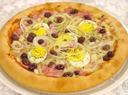 Massa de Pizza Crocante - Veja mais em: http://www.cybercook.com.br/receita-de-massa-de-pizza-crocante.html?codigo=50426