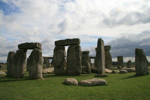 25.000 Druiden, Hexer und Hippies feiern längsten Tag und Sommersonnenwende am Stonehenge von Falk Werner · http://reisefm.de/tourismus/sommersonnenwende-2015-stonehenge/ · 25.000 Menschen feierten den längsten Tag und die Sommersonnenwende am Stonehenge. Pünktlich um 4:52 Uhr begann der längste Tag des Jahres