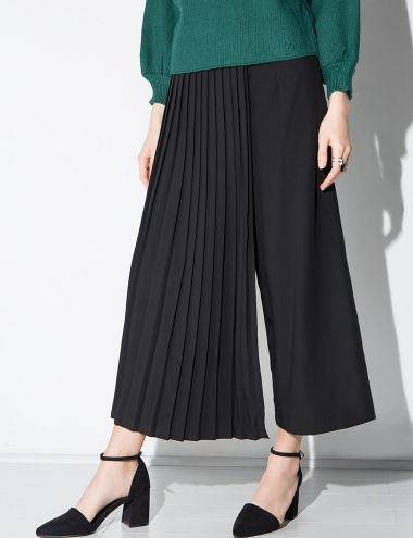 Black Pleated Pants #pixiemarket #fashion #womenclothing @pixiemarket