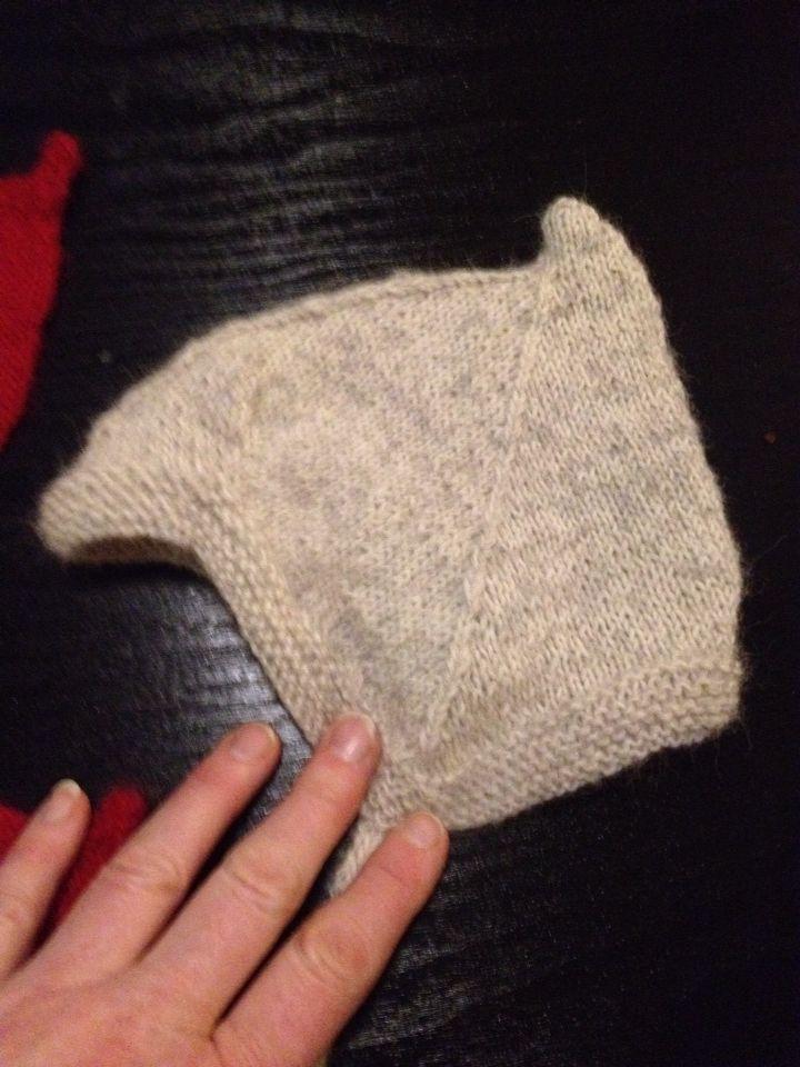 Babyhue strikket i babyuld