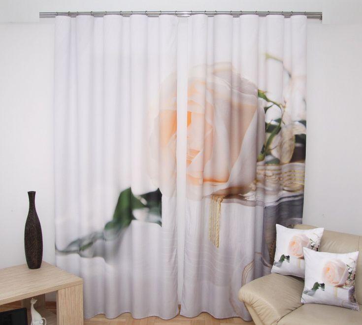 Závěs na okno 3D bílo krémový barvy s růží