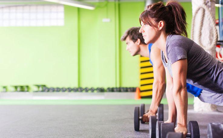Krachttraining alleen om spierbundels te kweken? Zeker niet! Je spieren trainenzorgt ook voor vetverbranding, meer energie en een goede houding. Je kunt kiezen uit verschillende manieren om je spierkracht te trainen. Een overzicht.