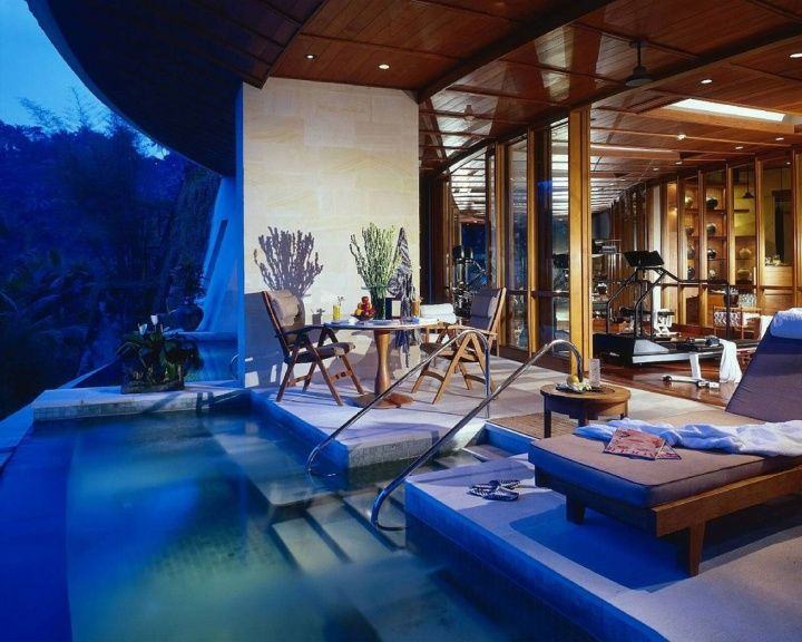 WATERFRONT RESORT HOTELS! The Four Seasons Resort, Bali hotels and restaurants