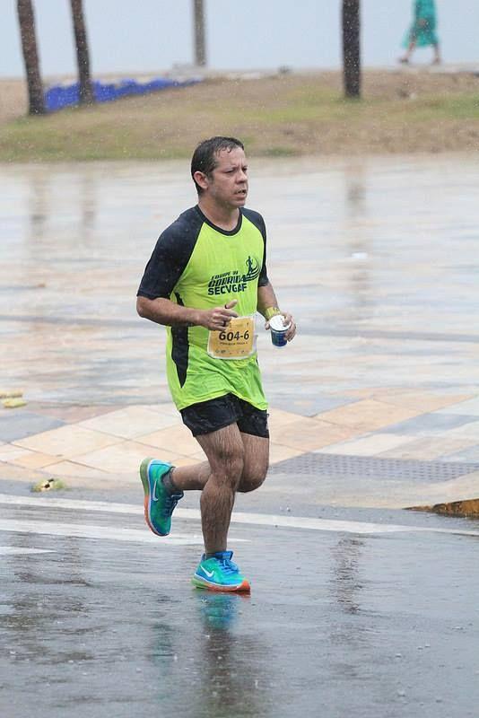 14ª Maratona de Revezamento Pão de Açúcar em 05/07/2015.  Na chuva foi bom demais e correndo pelo amigo que não pode comparecer...  Revezamento é assim, faltou tem que correr em dobro...  5K + 5K.