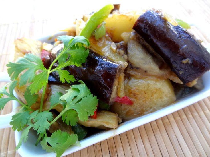 Di san xian (Taïwan) - Pommes de terre et aubergine sauce douce Cuisiner pour la paix : aujourd'hui le 10 octobre c'est la fête nationale de Taïwan, les plus de 23 millions de Taïwanais célèbrent le renversement de l'empire chinois en 1911. Les langues officielles sont le mandarin chinois, le taïwanais, les langues formosanes