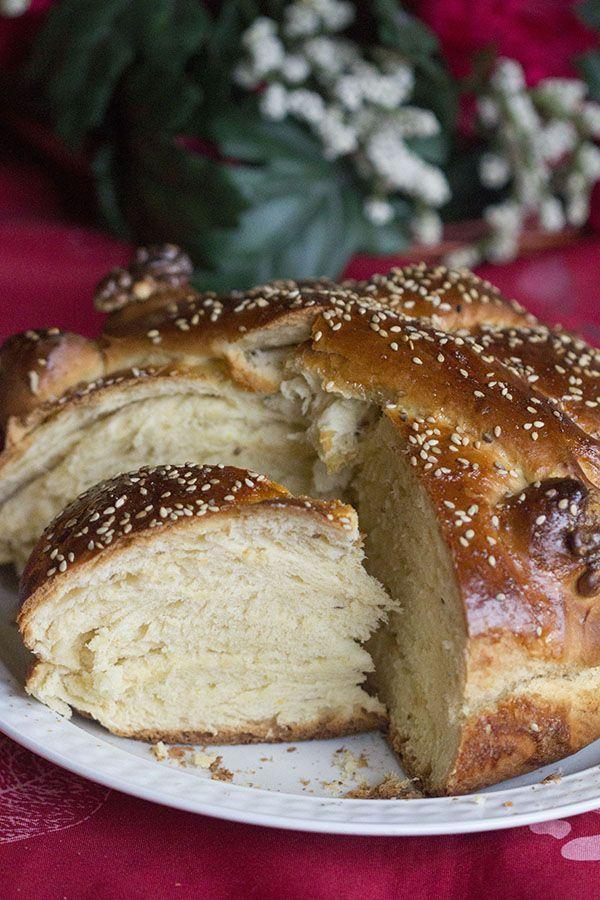 Comenzamos ya con nuestras preparaciones navideñas :D La receta de Christopsomo o Pan de Cristo es una tradición navideña considerada sagrada en los hogares griegos ortodoxos. Éste pan se suele prepar