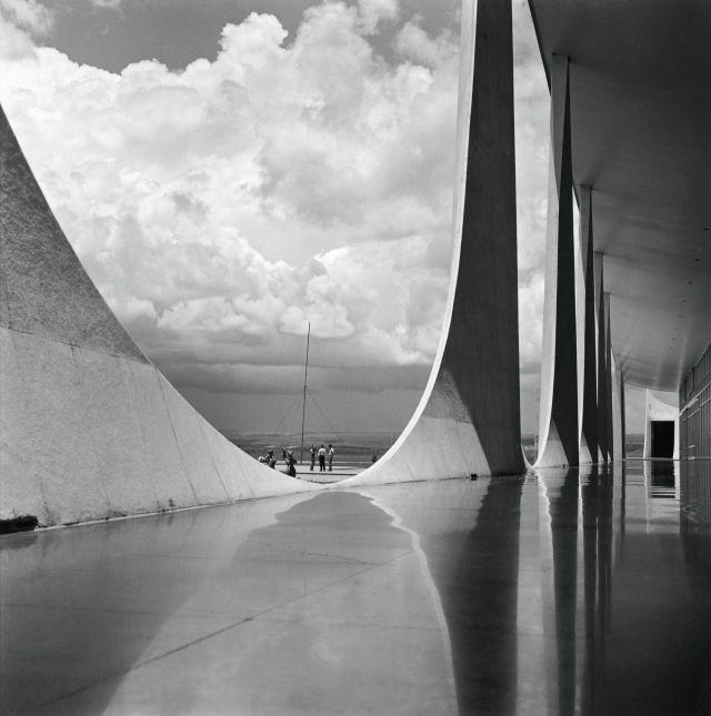「計画都市」ブラジルの首都ブラジリアの建設時、1950年代のモノクロ写真14枚 - DNA