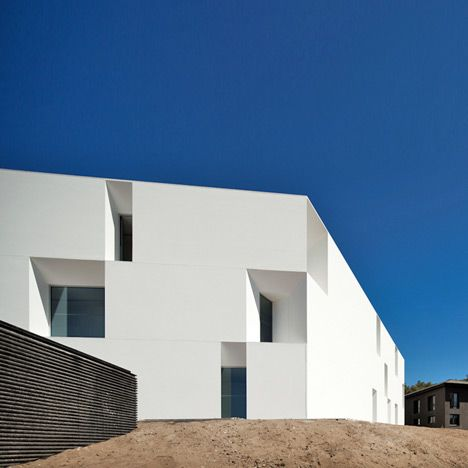 Aires Mateus Arquitectos house for elderly people . alcácer do sal