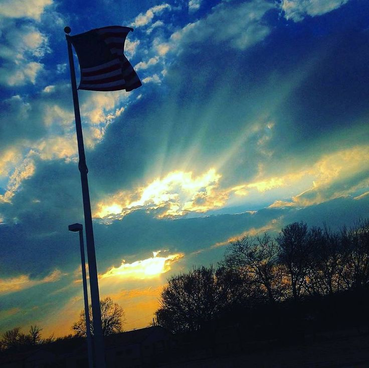 Follow Old Glory  Double tap the pic  Tag your friends  Email us your  photo  Sunday 26 March 2017 10:30 AM. Old Glory photo sent by @cowboy_junebug at Eastern Oklahoma.