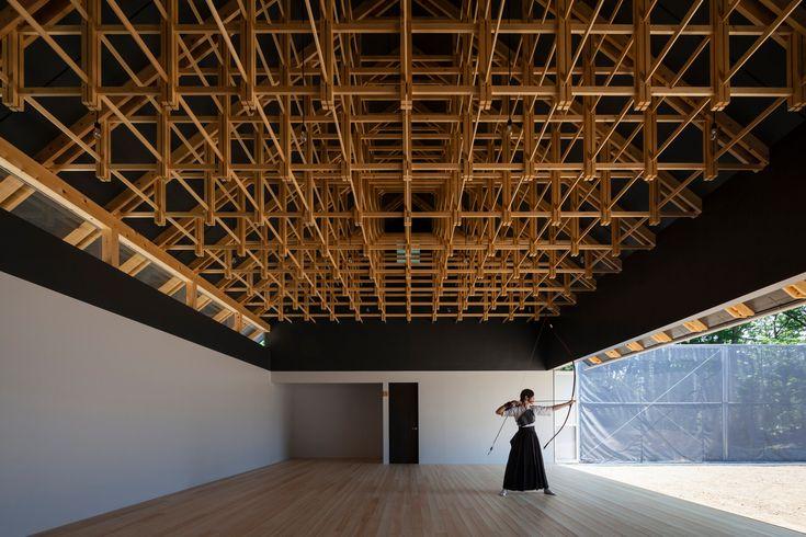 Bogenschießhalle und Boxclub in Tokio | Geneigtes Dach | Sport/Freizeit | Baunetz_Wissen