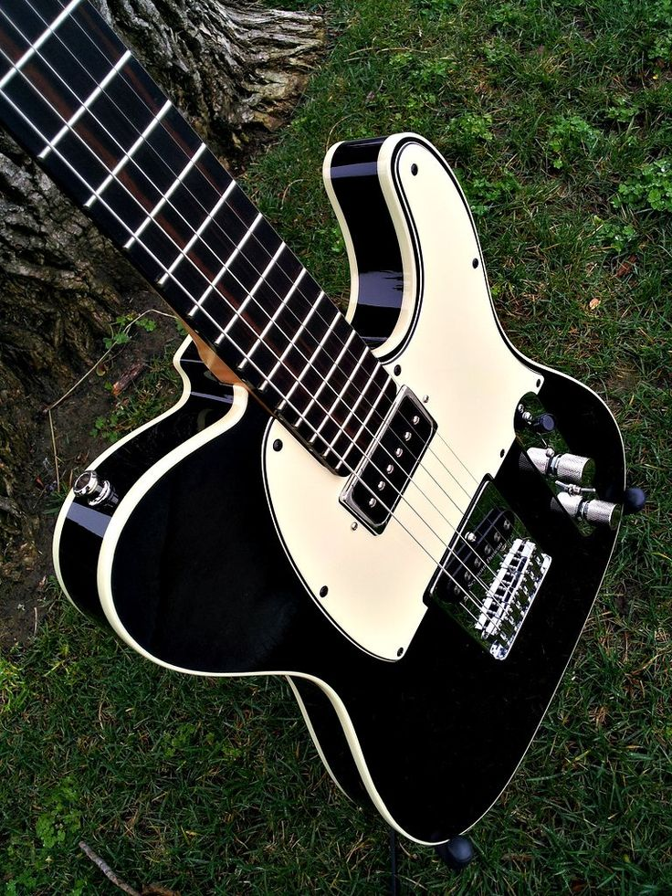 Double-bound black swamp ash Telecaster body by finished by Warmoth Cream binding Cream three-layer pickguard TxH pickup routing Gotoh modern Tele bridge Seymour Duncan Quarter Pound tele bridge pickup with coil tap GFS Dream 90 neck pickup Four way switch: 1 - bridge 2 - bridge/neck series 3 - bridge-neck parallel 4 - neck only Mini-switch adds tapped option for all positions with bridge pickup engaged