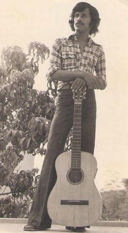 One of the first Pakistani pop stars, Alamgir, in Karachi (1973)